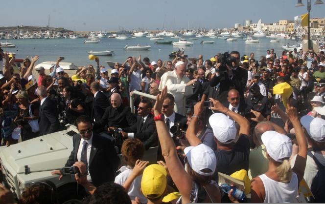 Le pape François lors son premier voyage en tant que chef de l'Eglise catholique sur l'île de Lampedusa, le 8 juillet 2013.