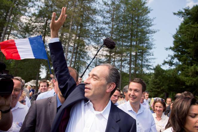 Jean-François Copé lors de la Fête de la violette rassemblant les sarkozystes du courant UMP de la Droite forte, à La Ferté-Imbault (Loir-et-Cher), le 6 juillet.