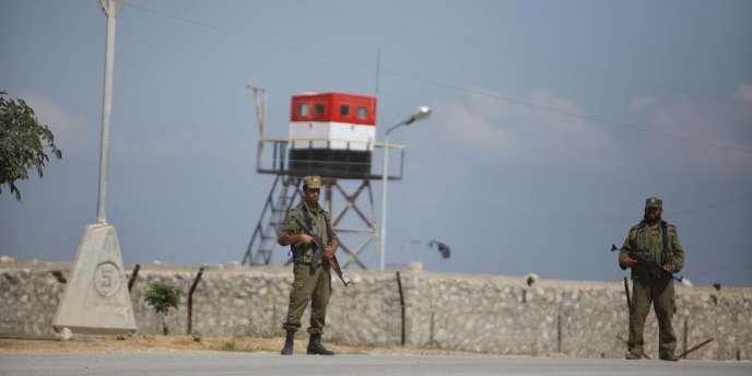 Des soldats du Hamas à la frontière entre l'Egypte et la bande de Gaza, le 5 juillet.