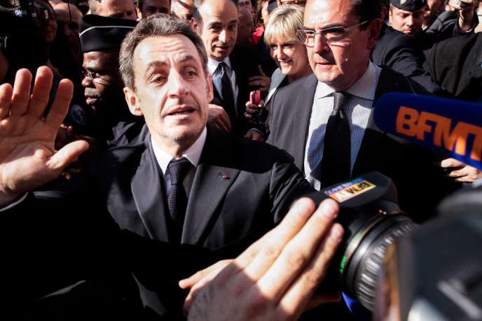 Nicolas Sarkozy au siège de l'UMP le 8 juillet pour assister à la réunion extraordinaire du bureau politique suite à l'invalidation de ses comptes de campagne.