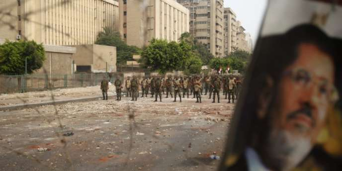 En Egypte, après une année de pouvoir, les Frères musulmans ont montré qu'ils étaient incapables de gérer l'Etat. Mais l'armée vient de leur redonner leur auréole de martyrs, qui est dans le fond la seule posture qui leur convienne.