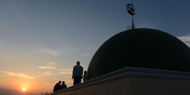 Après l'assassinat d'Hervé Gourdel, le président du Conseil français du culte musulman invite les «musulmans et leurs amis» à un «moment de recueillement et de solidarité», le 26septembre dans l'après-midi devant la Grande Mosquée de Paris.