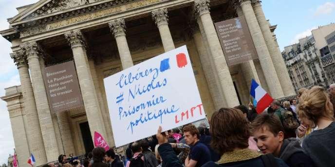 Rassemblement des anti-mariage pour tous au Panthéon pour soutenir l'opposant Nicolas Buss.