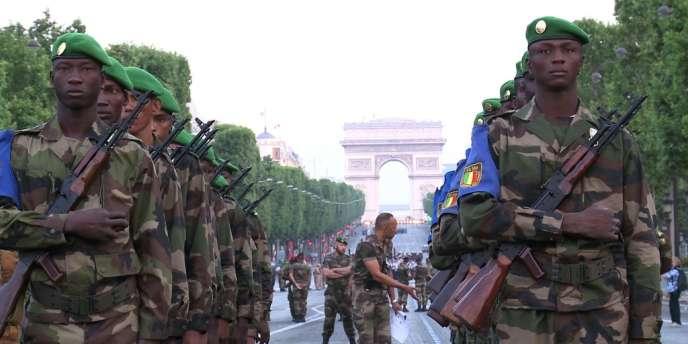 Des soldats maliens se sont entraînés sur les Champs-Elysées, mercredi 10 juillet, en vue du défilé du 14-Juillet.
