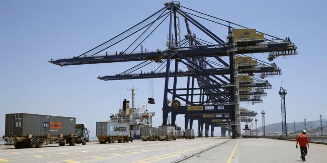 Les exportations ont chuté de 3,1 % à 174,32 milliards de dollars et les importations ont baissé de 0,7 % à 147,19 milliards, selon les douanes.