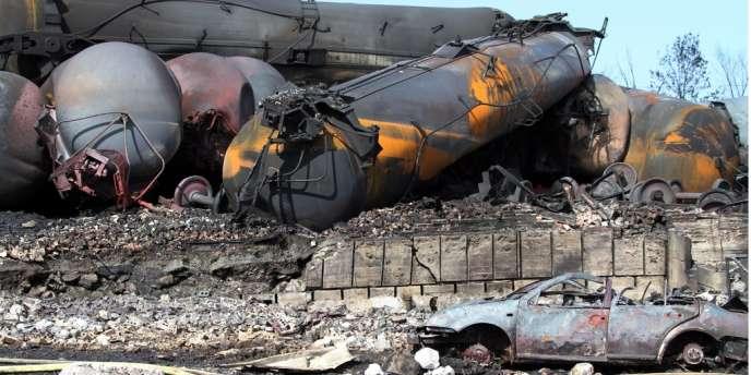Le 6 juillet 2013 à Lac-Mégantic, au Québec, 72 wagons-citernes contenant du fuel léger explosent en plein milieu de la ville, tuant 47 personnes.