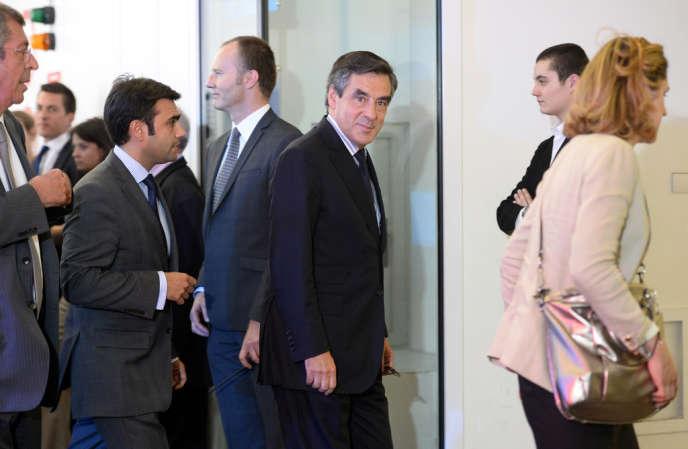 François Fillon n'a pas applaudi Nicolas Sarkozy lors du bureau politique de l'UMP, lundi 8 juillet.