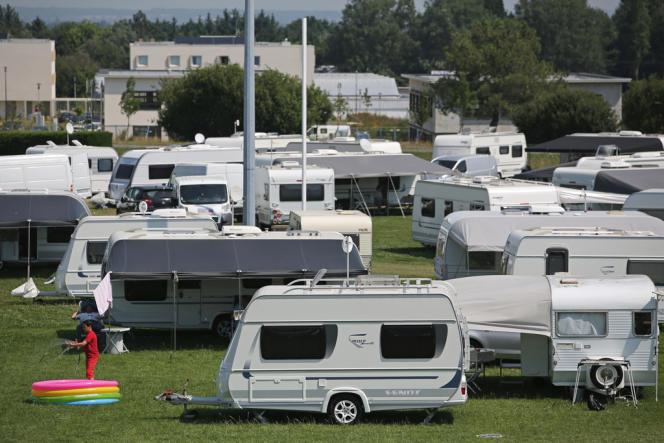 Une trentaine de caravanes s'étaient installées sans l'accord du propriétaire du terrain ni celui de la commune.