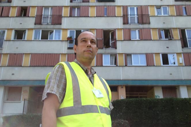 Nacer Belaïd, à la cité du Chêne-Pointu, à Clichy-sous-Bois (Seine-Saint-Denis).