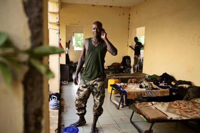 Un soldat malien entraîné par l'Union européenne, le 8 juillet à Gao. L'UE finance la reconstruction d'une défense malienne traumatisée par sa déroute face aux islamistes.