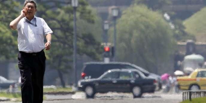 La saison des pluies a été peu intense et s'est terminée très tôt dans l'est du Japon cette année. Elle a immédiatement été suivie depuis le 6 juillet de journées torrides. La température descend à peine la nuit où il fait généralement entre 27 et 30 degrés Celsius.
