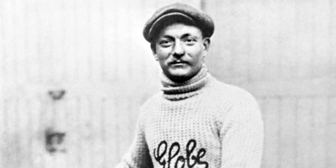 Photo prise dans les années 1910 du cycliste français Henri Cornet, vainqueur du Tour de France 1904.