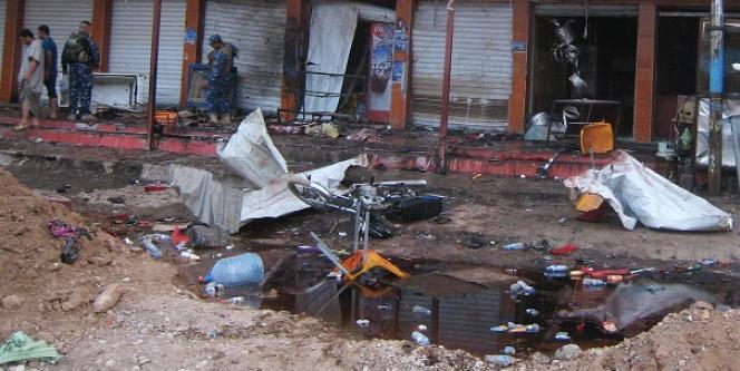 Près d'un café visé par une attaque, samedi 13 juillet à Kirkouk.