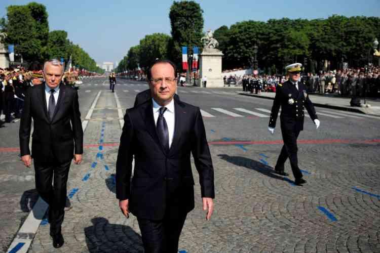 François Hollande et Jean-Marc Ayrault, sur les Champs-Elysées.