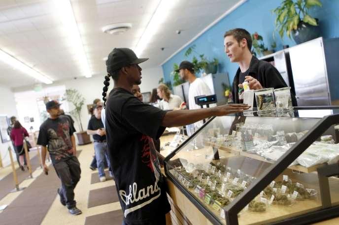 A Oakland, en Californie, dans un dispensaire distribuant du cannabis.