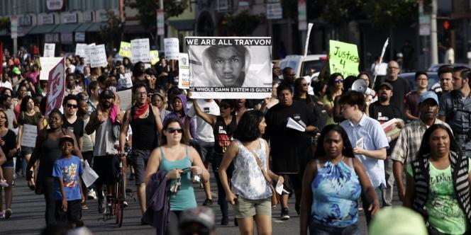 Des centaines de personnes ont défilé à New York dimanche après-midi pour protester contre l'acquittement de George Zimmerman, accusé du meurtre du jeune noir Trayvon Martin.