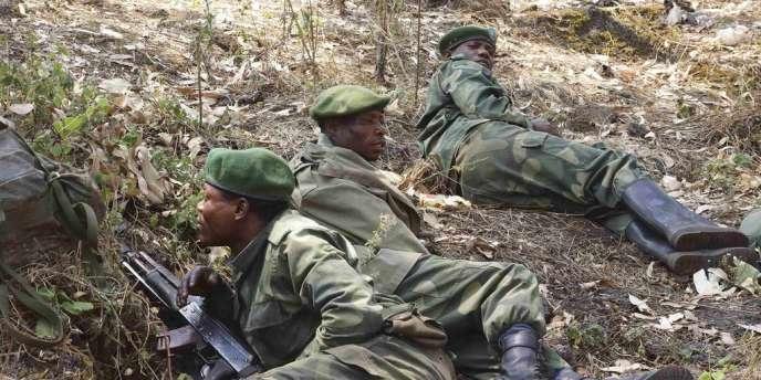 Des militaires congolais combattent contre le M23 près de Goma, le 15 juillet.