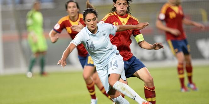 La Française Louisa Necib et l'Espagnole Sandra Vilanova pendant le match de quarts de finale de l'Euro2013, lundi15septembre.