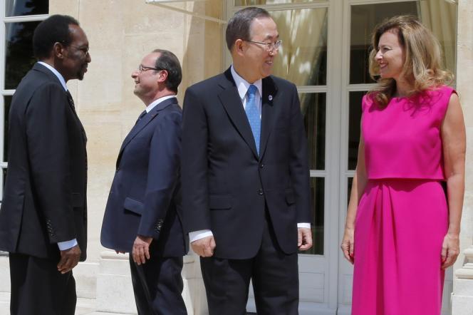 A l'Elysée, le 14 juillet, de gauche à droite : le président malien par intérim Dioncounda Traoré, François Hollande, Ban Ki-Moon et Valérie Trierweiler.
