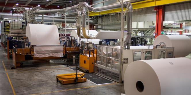 Près de 2 millions de rouleaux de papier toilette et 7 millions de mouchoirs sortent de Gien (Loiret) sept jours sur sept et presque 365 jours par an.