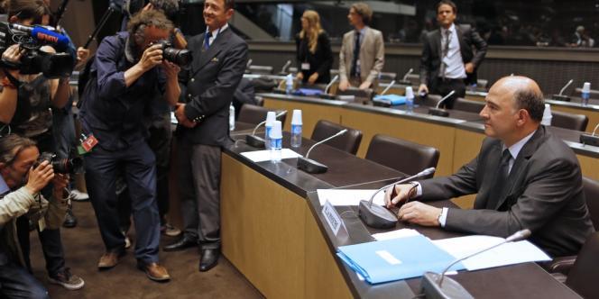 Le ministre de l'économie Pierre Moscovici attend son audition devant la commission de l'Assemblée nationale, le 16 juillet.