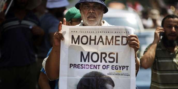 Un partisan du président islamiste déchu Mohamed Morsi manifeste le 17 juillet au Caire.