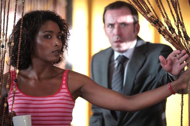 Epaulé par Camille Bordey (Sara Martins), l'inspecteur Richard Poole (Ben Miller) résout les enquêtes les plus complexes.