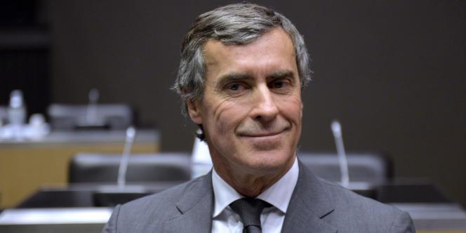 Ses pairs estiment que M. Cahuzac,  chirurgien esthétique, a déconsidéré la profession en mentant dans l'hémicycle de l'Assemblée nationale.