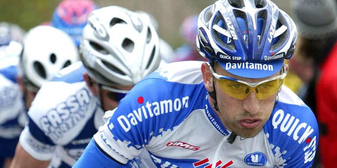 Le Belge Frank Vandenbroucke sur le Tour des Flandres en avril 2003.