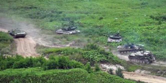 Les manœuvres russes, qui se déroulent du 12 au 20 juillet, impliquent 160 000 soldats et environ 5 000 chars et blindés à travers la Sibérie et l'Extrême-Orient.