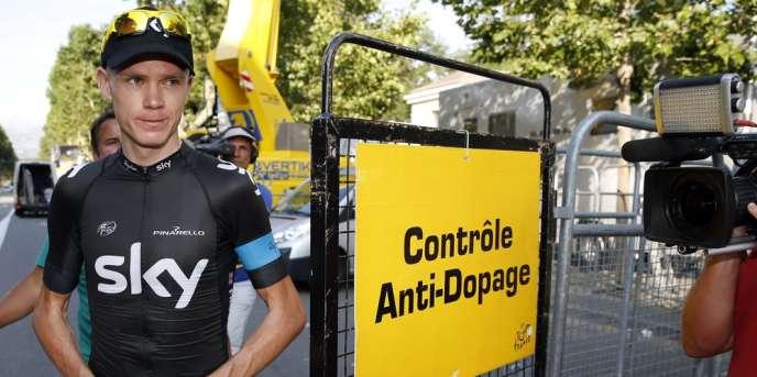 Chris Froome se présente au contrôle antidopage, le 16 juillet 2013 à Gap lors du Tour de France.