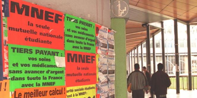 Affiches de la MNEF à la faculté de Jussieu, en 1998.