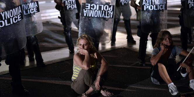 Des manifestants ont de nouveau occupé la place Syntagma, mercredi 17 juillet.
