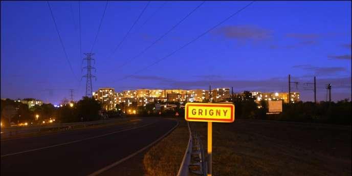 A Grigny, en 2009, le préfet de l'Essonne avait imposé des mesures d'économie drastiques pour éviter que la ville ne décroche, avec un déficit insupportable de 15,5 millions d'euros.