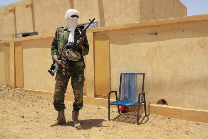 Un membre du Mouvement national pour la libération de l'Azawad (MNLA), un groupe séparatiste touareg, à Kidal, le 23juin2013.