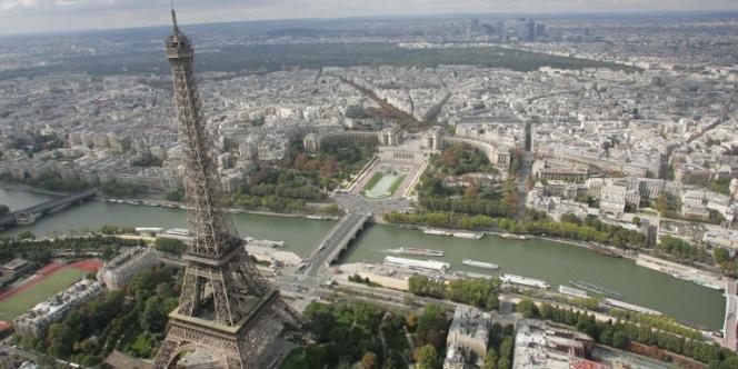 Vue aérienne de Paris (2005).