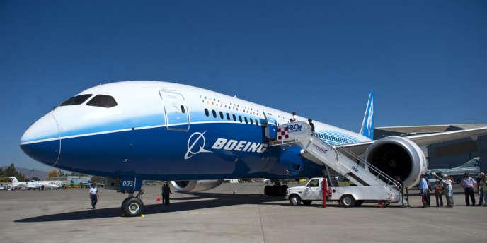 Un Dreamliner de Boeing en 2012 à à l'aéroport de Santiago.