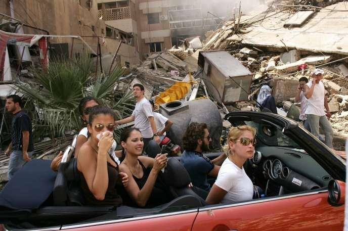 15 août 2006, dans la banlieue sud de Beyrouth. Cette photo a reçu le prestigieux prix World Press Photo en 2007.
