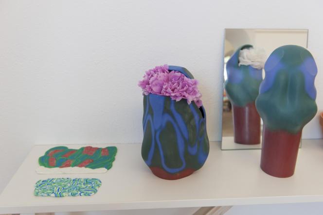 Le prix du design du Conseil général du Var, pour lequel concouraient les dix designers en lice (il s'agit de créer un vase pour la pivoine, la fleur emblématique de la ville d'Hyères) est revenu à Laureline Galliot.