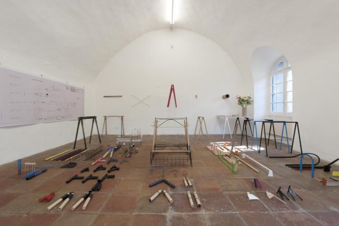 Côté jeune création, le travail sur les tréteaux du français Mathieu Peyroulet Ghilin, et sa présentation du processus de sa réflexion, entre architecture et design, savoirs-faire manuel et industriel ont séduit le jury.