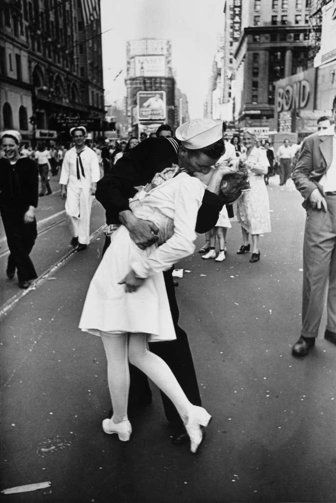 14 août 1945 : sur Time Square, on célèbre la capitulation du Japon.