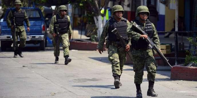 Militaires mexicains en patrouille dans l'Etat du Michoacan, en mai 2013.