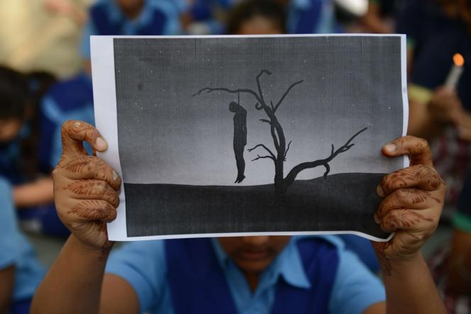 Un manifestant demande la peine de mort pour les violeurs, le 29 décembre 2012 à Ahmedabad.