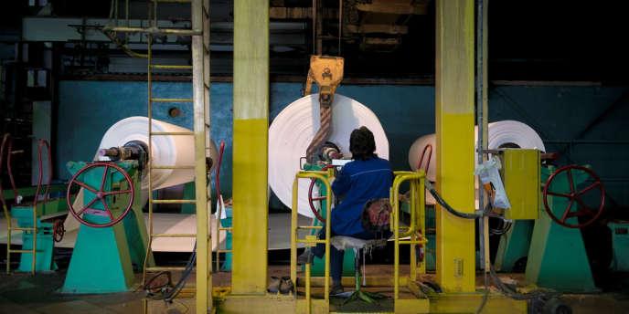 A Baïkalsk, petite ville industrielle sur la rive sud du lac Baïkal, dans la région d'Irkoutsk, la vie s'écoule au rythme du combinat de pâte à papier (BTsBK), le plus gros pourvoyeur d'emplois à des kilomètres à la ronde.