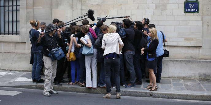 Rue de Varenne à Paris en juillet.