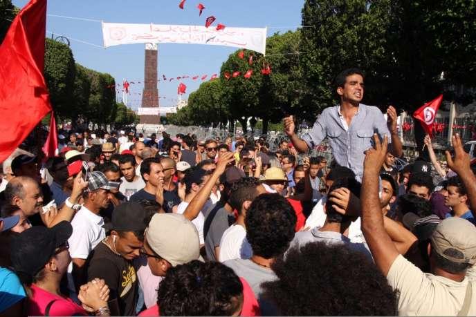 Manifestation jeudi 25 juillet à Tunis devant le ministère de l'intérieur tunisien après l'annonce de l'assassinat de l'opposant Mohamed Brahmi.