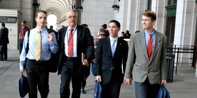 A gauche, Alexandre Pesey, fondateur de l'IFP, à Washington avec des étudiants, dans le cadre de la bourse Tocqueville.