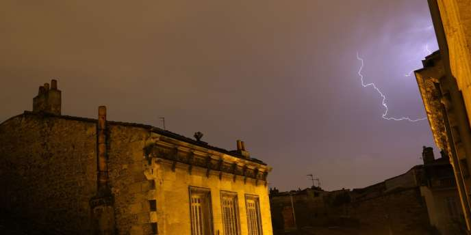 Les orages qui ont balayé la France dans la nuit de vendredi à samedi ont provoqué d'importants dégâts sur les routes, les voies ferrées et le réseau électrique – ici à Bordeaux le 26 juillet.