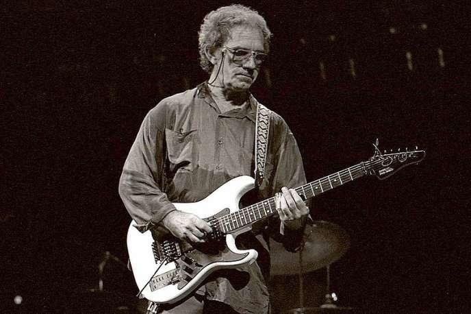 Le guitariste J.J. Cale, lors d'un concert en 2006.