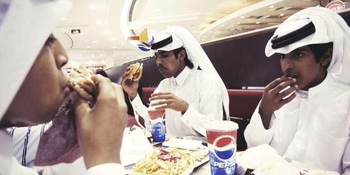 Le Qatar a pris la tête des nations comptant le plus de personnes en surpoids (34 % des hommes et 45 % des femmes).